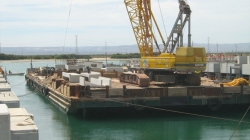 Construction barge 82 metres